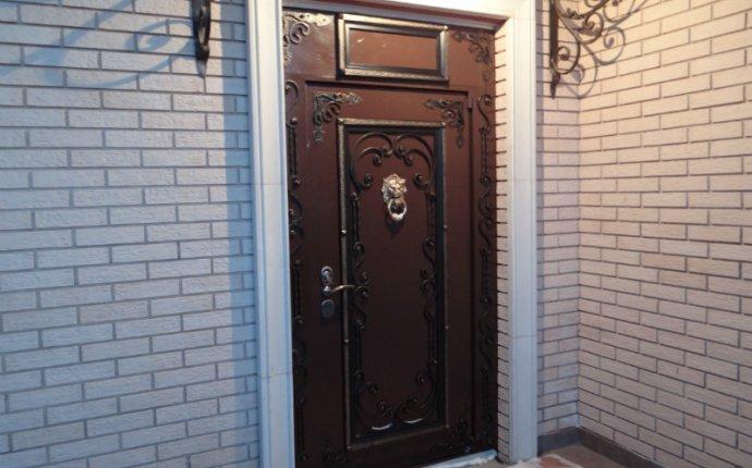 Купить теплую входную дверь для частного дома таунхауса с