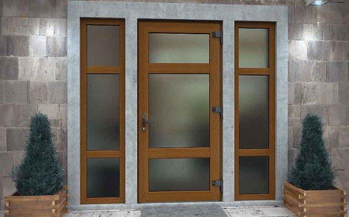 Пластиковые входные двери со стеклом как выбрать правильные